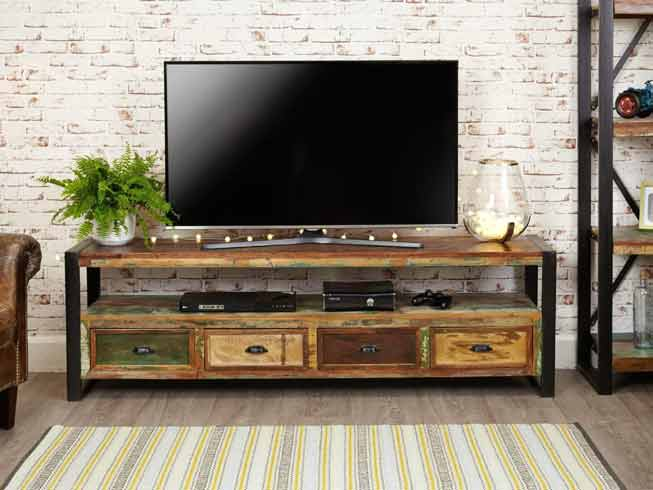reclaimed-wooden-unit-with-tv