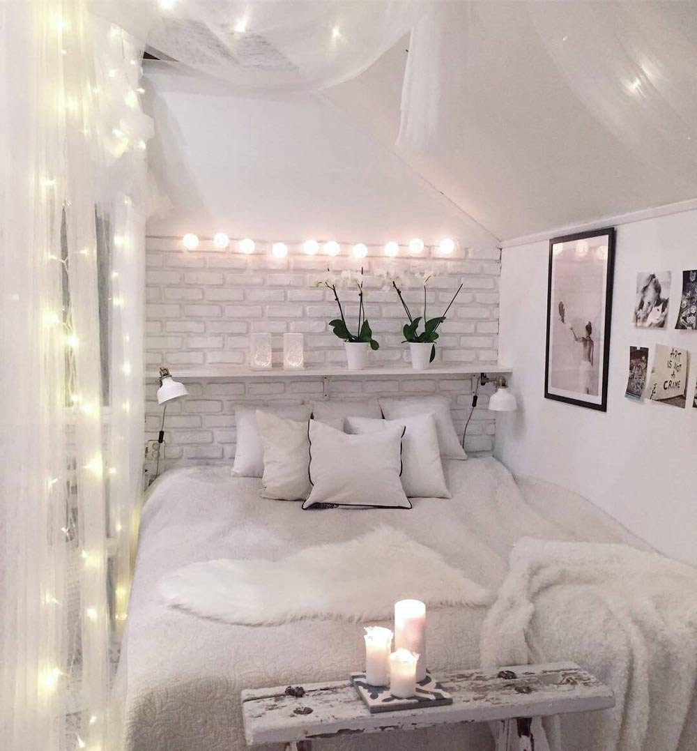 White-bedroom-decoration-with-lights